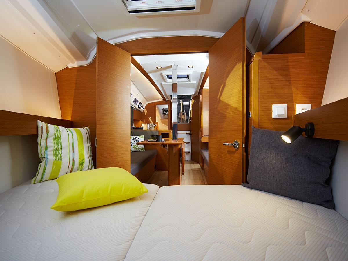 Jeanneau Sun Oddysey 349 Bow Cabin
